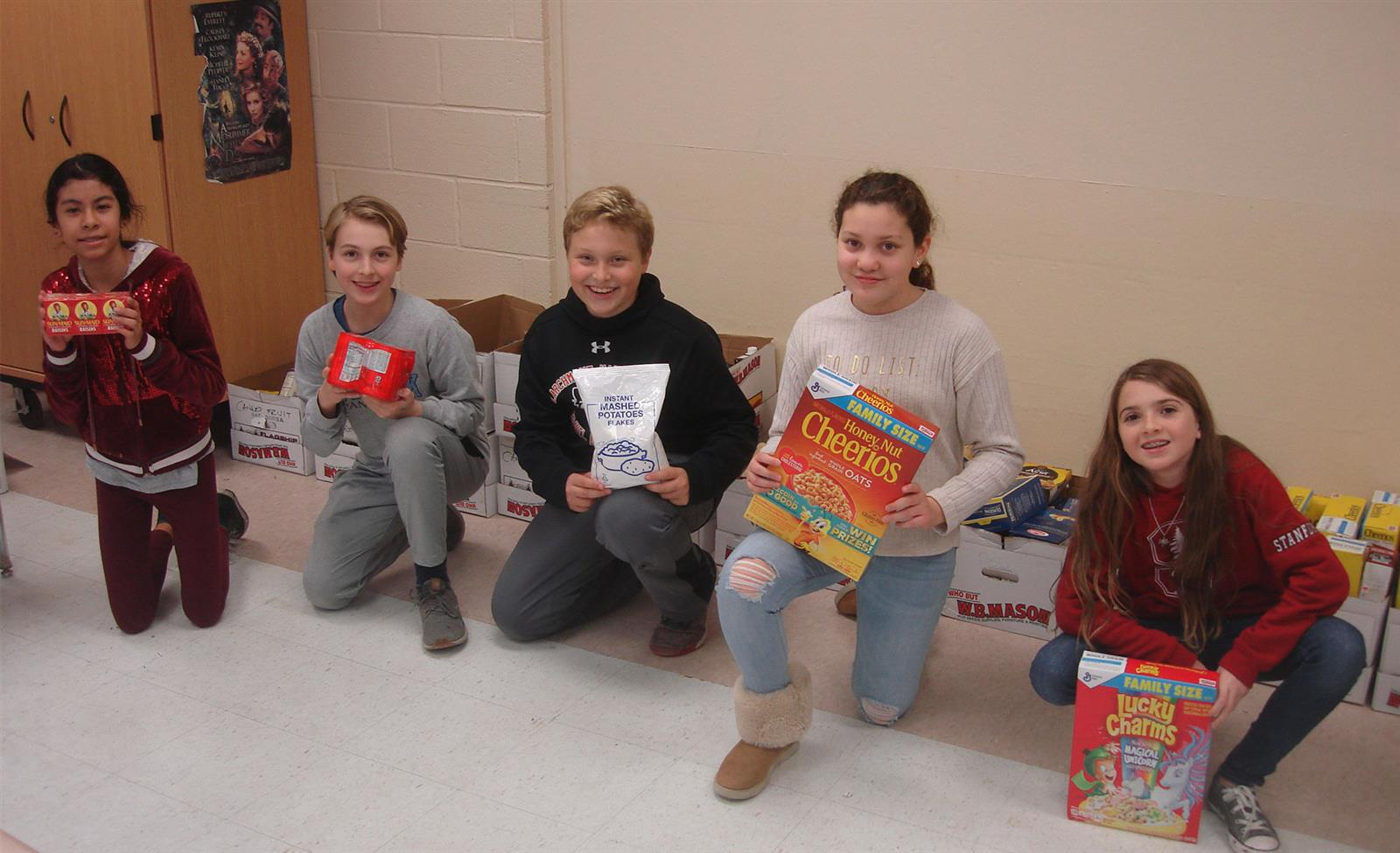 Middle School Students Donate Food to People in Need photo