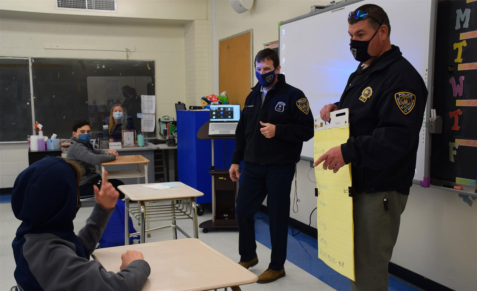 Sixth Graders D.A.R.E. to Make Healthy Decisions photo